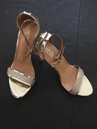 🚚 Golden heel
