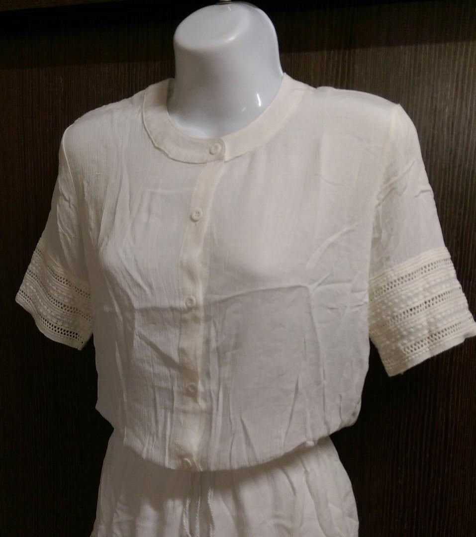 白色連身褲裝