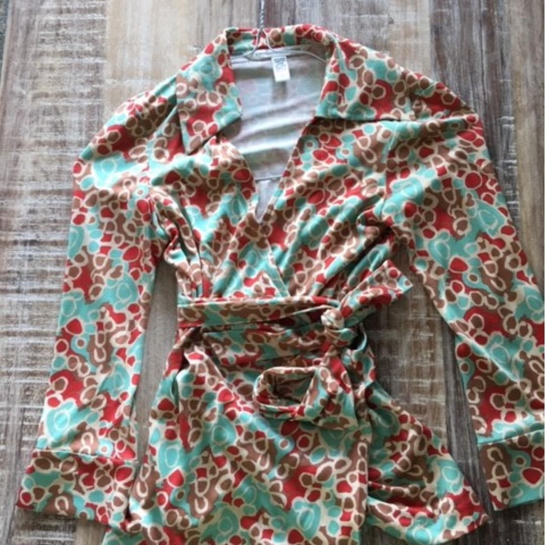 Classic designer (DVF) silk/jersey wrap top on sale!