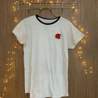 🚚 White shirt w rose embroidery