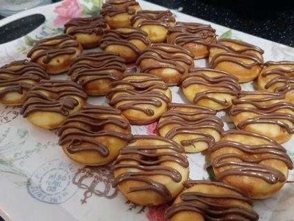 DONUTS WITH NUTELLA