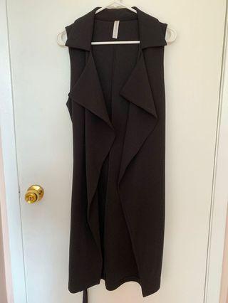 black sleeveless trench coat (from M)