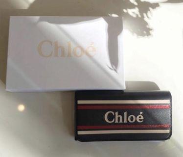 Chloe 立體 Logo 小牛皮翻蓋長夾