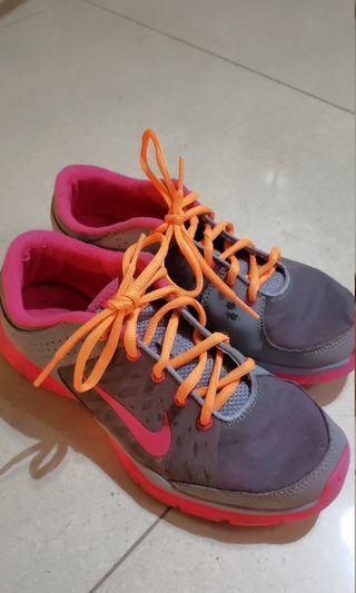 Nike neon spotlight runners