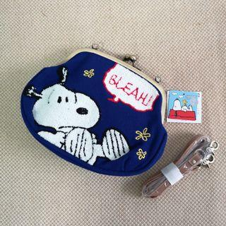 🚚 BNWT Authentic Snoopy Clasp Embroidery Sling Pouch / Clutch / Bag in Blue