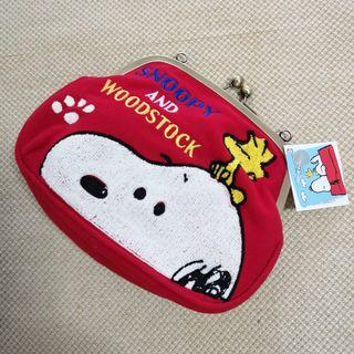 🚚 BNWT Authentic Snoopy Clasp Embroidery Sling Pouch / Clutch / Bag in Red