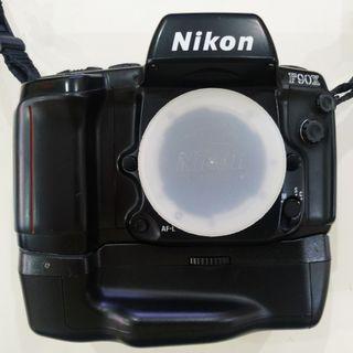 Film SLR Camera: Nikon F90X + MB-10(multi-power vertical grip) + MF-26(multi-control back)