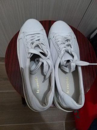 全新未著過 Le saunda 真皮厚底鬆糕白色鞋 37 235號