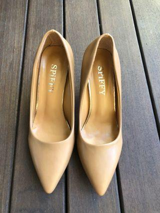 Beige heels (about 2 inches high) 24cm