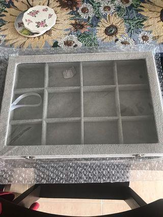 🚚 Accessories storage box