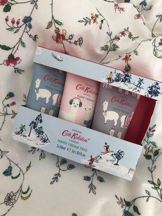 🚚 Brand new Cath Kidston had cream set