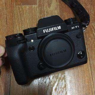 Fujiflim fuji xt1 body, 18-135wr, 16-55 F2.8 Like New In Box  And Battery Grip