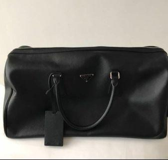 🚚 Prada travel bag