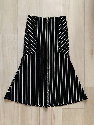 MO&CO Black & White stripped Skirt
