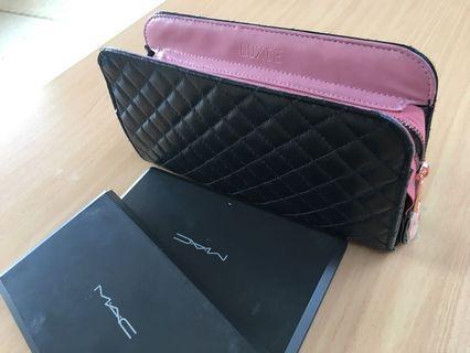 MAC eyeshadow palette with bonus gift (LUXIE makeup bag/purse)