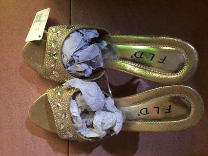 Fladeo Gold Heels