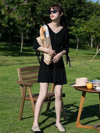 Eggka 黑色連身裙 棉 蝴蝶袖 v領連身裙