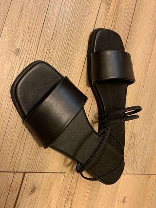 🚚 韓版黑色兩穿涼拖鞋(附鞋盒)