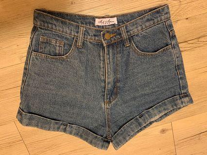🚚 基本牛仔短褲