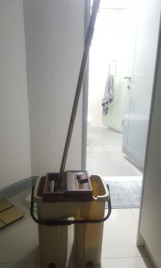 Bucket mop set