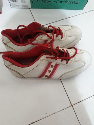 Sepatu Santica
