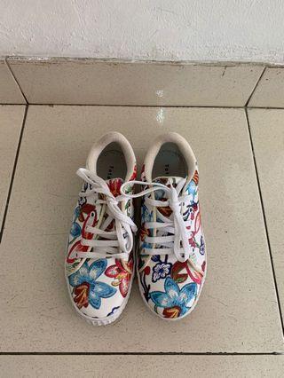Sneakers Floral Pattern
