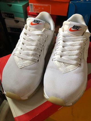 Woman air max LD zero size us7