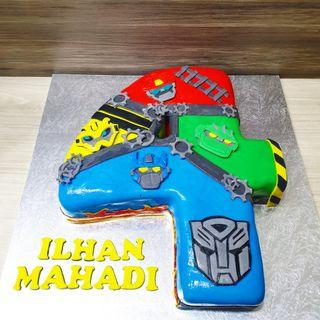 🚚 Transformers customised cake