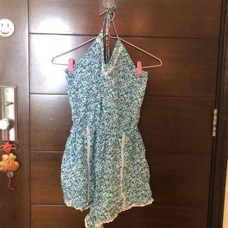 Hollister seafoam green floral halter neck tie strap rompers with crochet hem 綠藍色花花連體衣 連身褲 白色蕾絲邊 綁帶