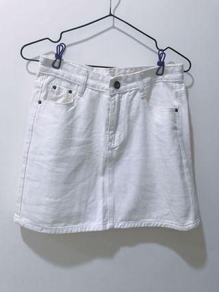 🚚 A字裙#白色不透#尺寸26#有穿過痕跡,不介意再購買哦😊