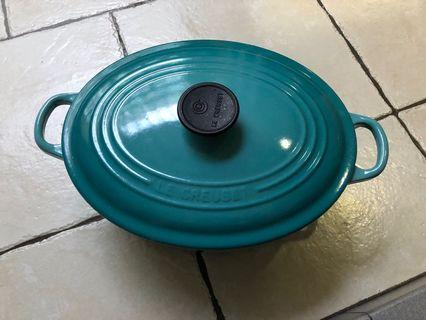 🚚 Le Crueset Cast Iron Oval French Oven