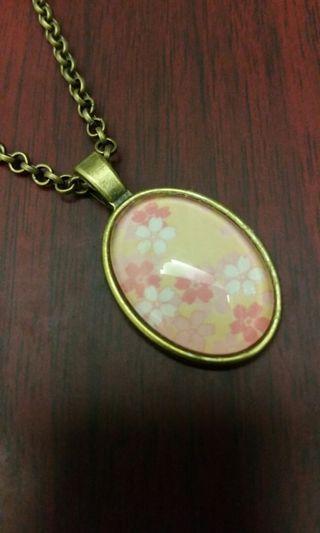 🚚 Glass cabochon necklace