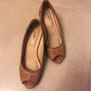 95% new George cutout pattern tan wedges 淺咖啡色船蹭鞋