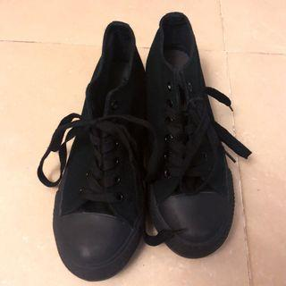85% new black platform sneakers (not converse), 黑色松糕綁帶鞋