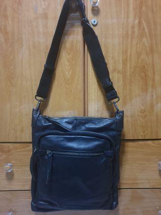 🚚 Givenchy Black Sling Bag