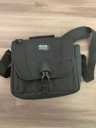 🚚 NEW WITH TAGS - Canon Camera Bag