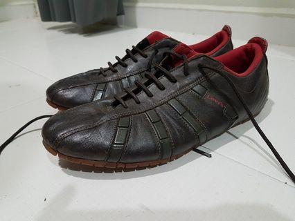 Levis leather sneakers 9uk