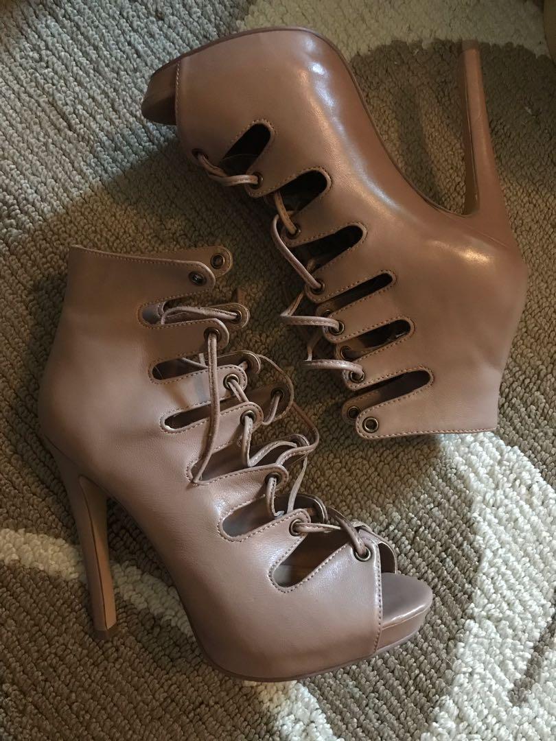 Le chateau heels- 5.5