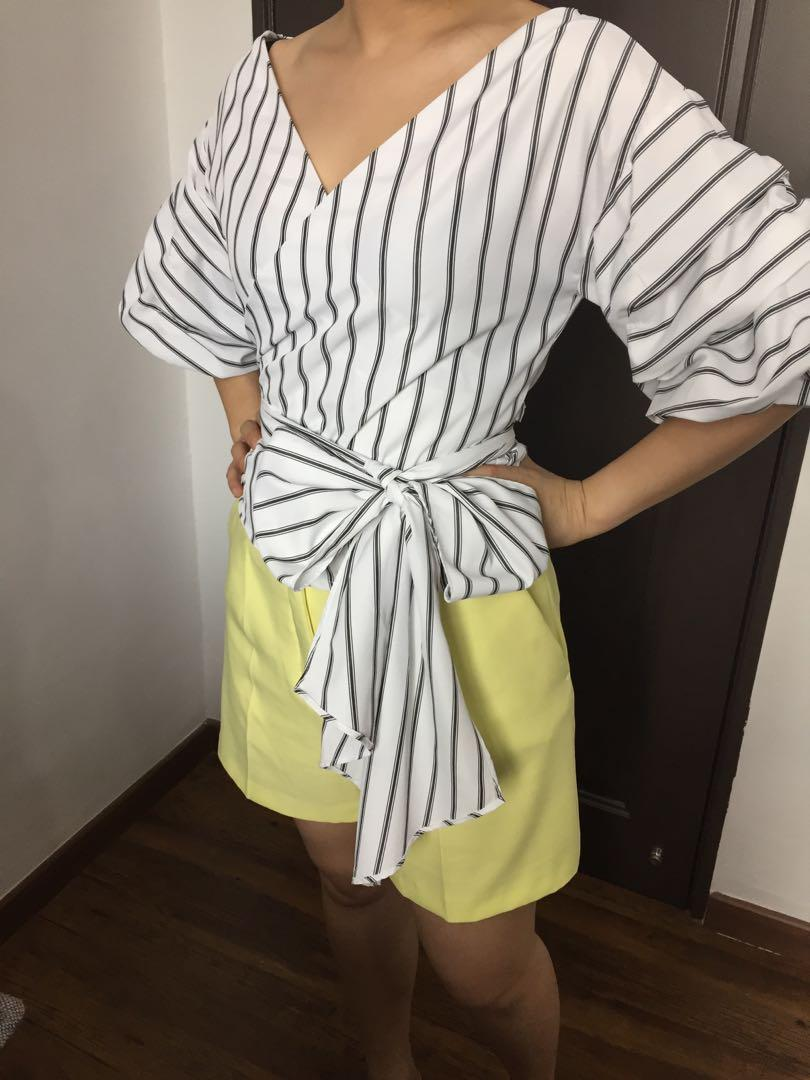 MDS puffy sleeves Wrap Top
