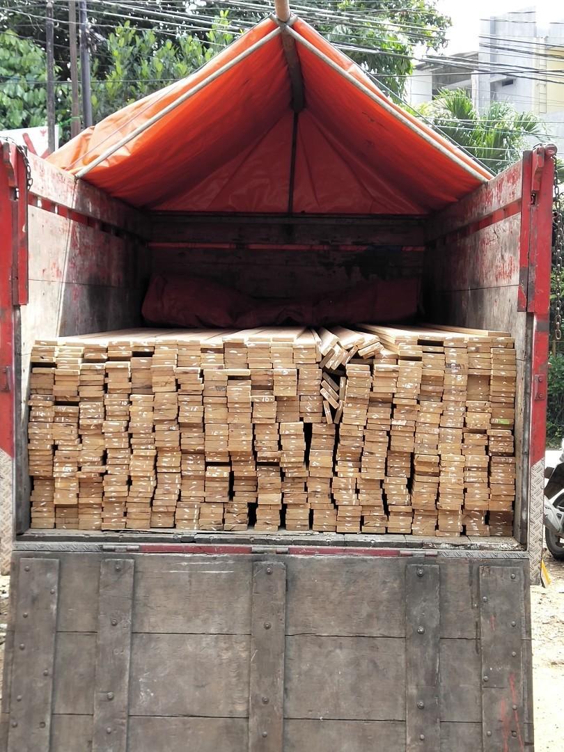 Papan kayu ulin kalimantan berkualitas