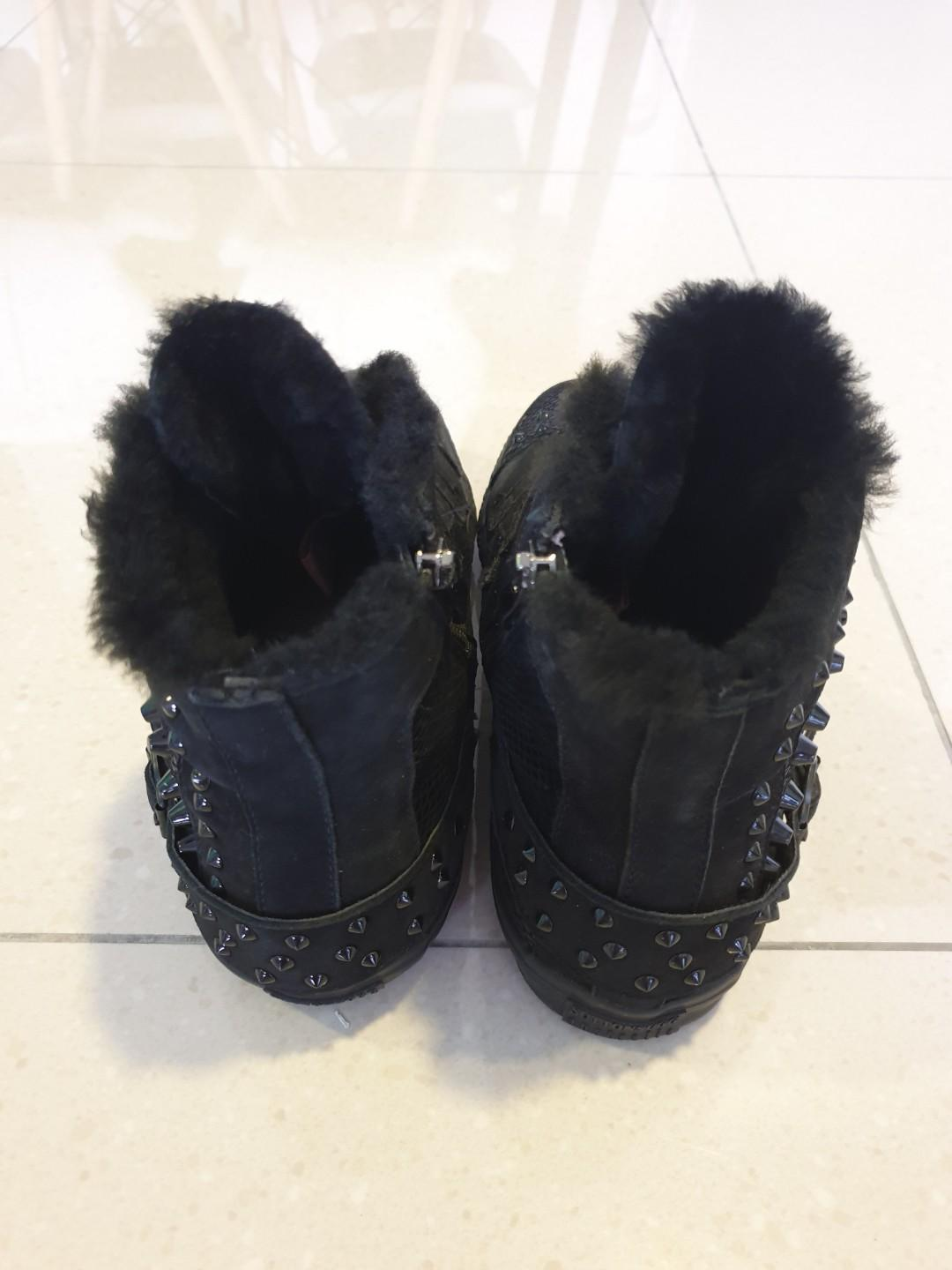 acdbadcbe17 Suttons UGG Australia, Men's Fashion, Men's Footwear, Boots on Carousell