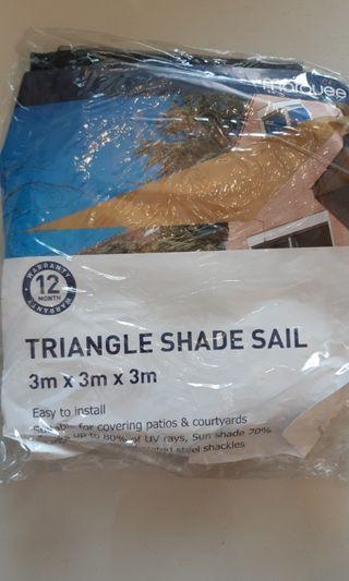 Triangular shade sail