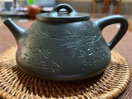 🚚 ~壺風茶道~A164《 宜興紫砂 早期壺 墨綠泥石瓢壺》~古董、茶壺、普洱茶、紫砂壺、家用茶具禮品