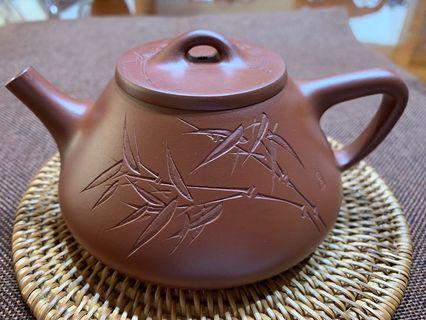 🚚 ~壺風茶道~A166《 宜興紫砂 早期壺 朱泥石瓢刻竹壺 》~古董、茶壺、普洱茶、紫砂壺、家用茶具禮品