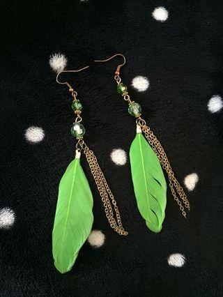 Anting daun panjang