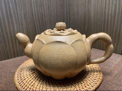 🚚 ~壺風茶道~A159《 宜興紫砂 早期段泥 荷葉蓮子壺》~古董、茶壺、普洱茶、紫砂壺、家用茶具禮品