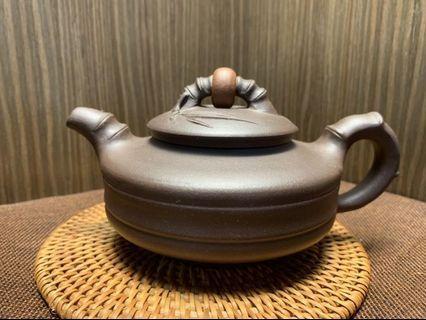 🚚 ~壺風茶道~A156《 宜興紫砂 早期紫泥 時來運轉逍遙壺》~古董、茶壺、普洱茶、紫砂壺、家用茶具禮品