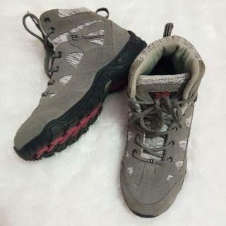 Sepatu karimor