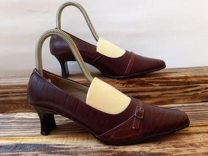 Hil sepatu kulit maroon hak 4cm