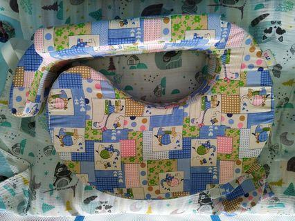 🚚 Breast feeding / nursing pillow